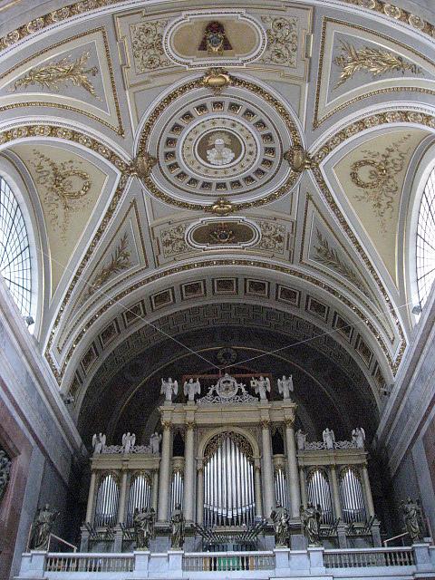 教堂內的管風琴