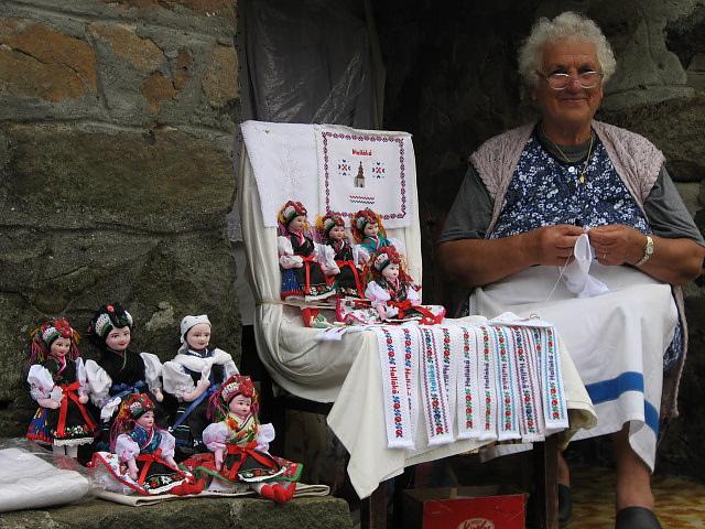 老奶奶 vs 傳統手工娃娃