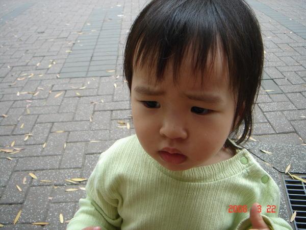 疑惑表情 !一說出,呵的表情就會變這樣(1.8歲)