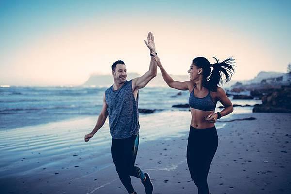bieganie-po-plazy-czy-jest-zdrowe-wady-i-zalety-biegania_3707585.jpg