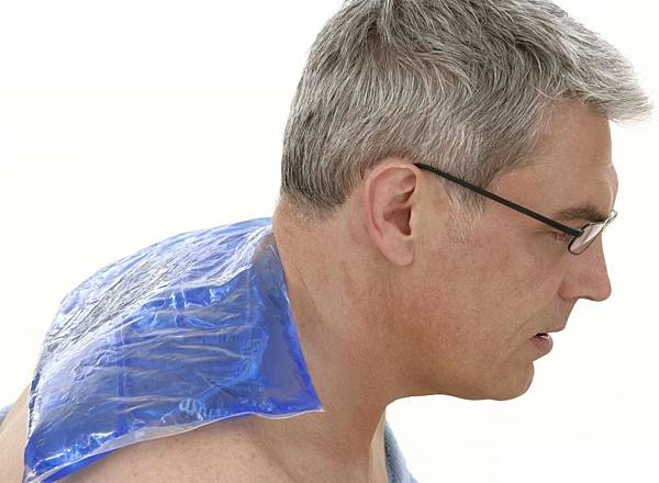 man-in-glasses-with-ice-pack-on-shoulders.jpg