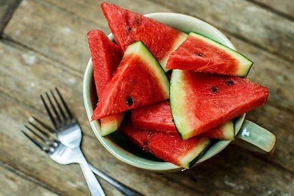 3-Reasons-Why-Watermelon-is-the-Perfect-Summer-Fruit-750x500.jpg