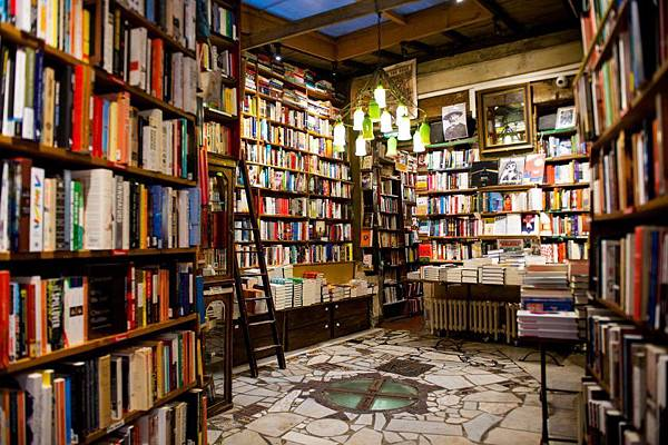 11-bookstores-from-the-world-you-must-know-4-840x560.jpg