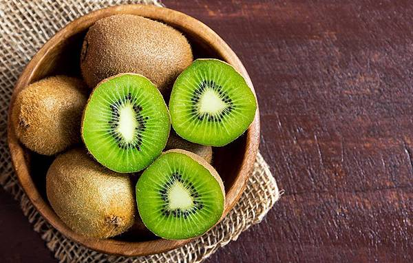 4-high-and-low-carb-fruits-kiwi-1515526561.jpg