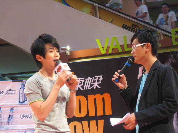 080302栋梁From Now On 演唱会签票会@Sungai Wang 027.jpg