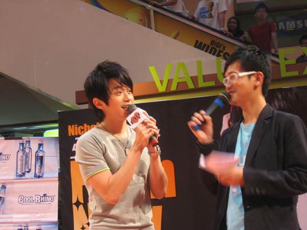 080302栋梁From Now On 演唱会签票会@Sungai Wang 028.jpg
