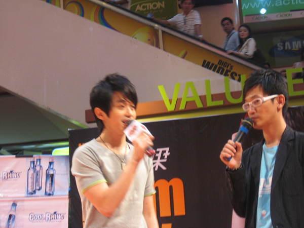 080302栋梁From Now On 演唱会签票会@Sungai Wang 031.jpg