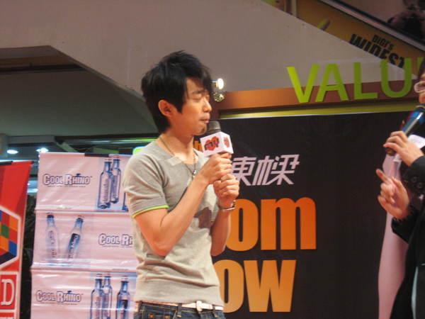 080302栋梁From Now On 演唱会签票会@Sungai Wang 047.jpg