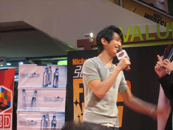 080302栋梁From Now On 演唱会签票会@Sungai Wang 052.jpg