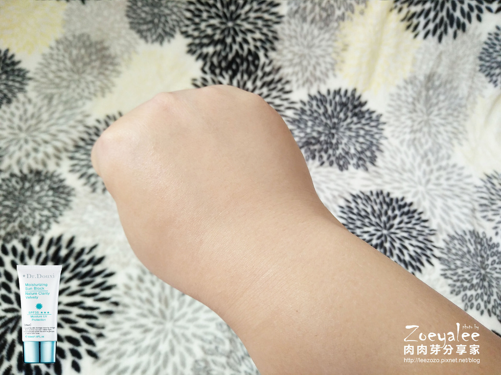 dr.douxi_SPF35水漾隔離霜手部介紹照 (1).jpg
