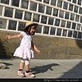 十露畫廊03海鼠壁與跳格子.jpg