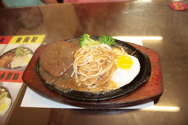 【餃傳食記】熱騰騰的線煎牛排
