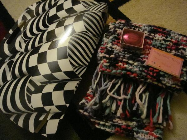 這是我挑的禮物,彩色圍巾及脣蜜.JPG