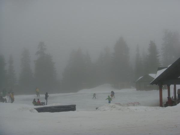 Grouse Mountain也有溜冰場.jpg