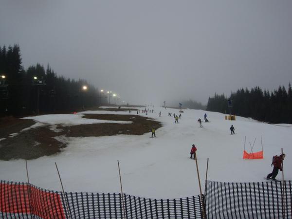 這是我們下午挑戰的初級長滑雪道,又長又陡.jpg