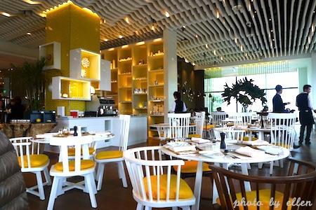 kitchentable02.JPG