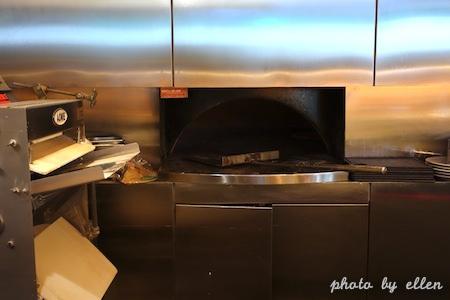 kitchentable30.JPG