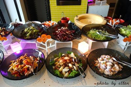 kitchentable49.JPG