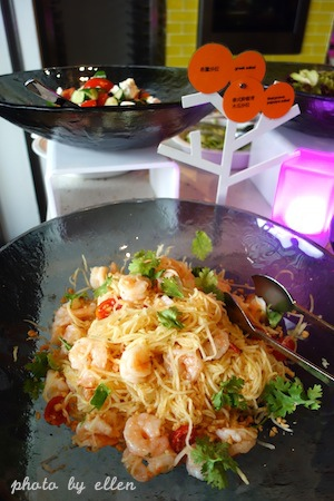 kitchentable50.JPG