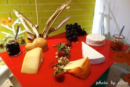 kitchentable66.JPG