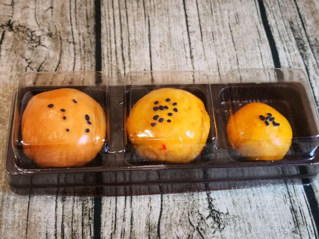 黏土蛋黃酥