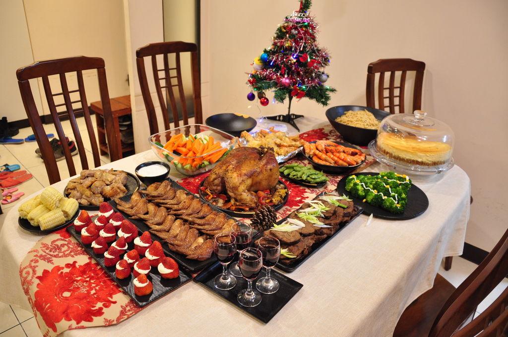 聖誕大餐食譜%26;居家聖誕布置%26;以金源成陶瓷展覽館整組餐具組呈現1.JPG