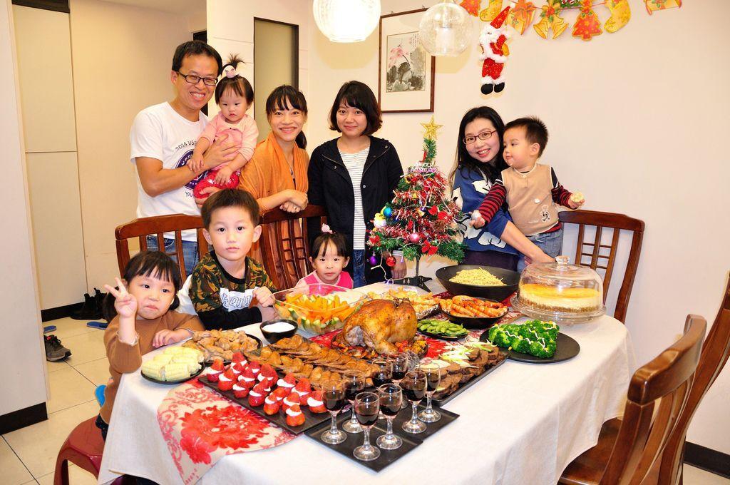 聖誕大餐食譜%26;居家聖誕布置%26;以金源成陶瓷展覽館整組餐具組呈現2.jpg
