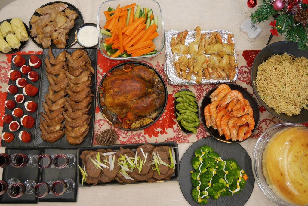 聖誕大餐食譜%26;居家聖誕布置%26;以金源成陶瓷展覽館整組餐具組呈現5.jpg