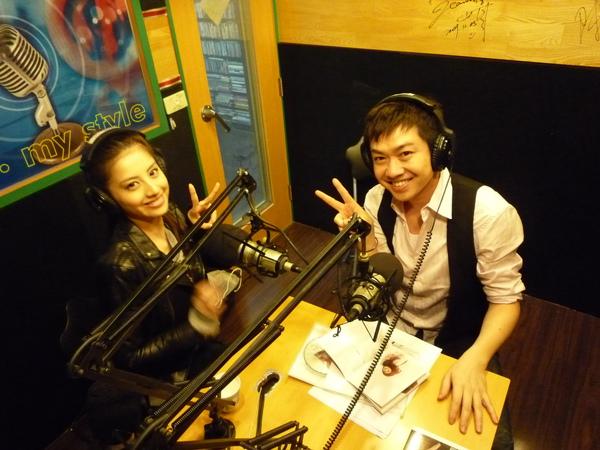 Lena和亞洲電台主持人:李明川