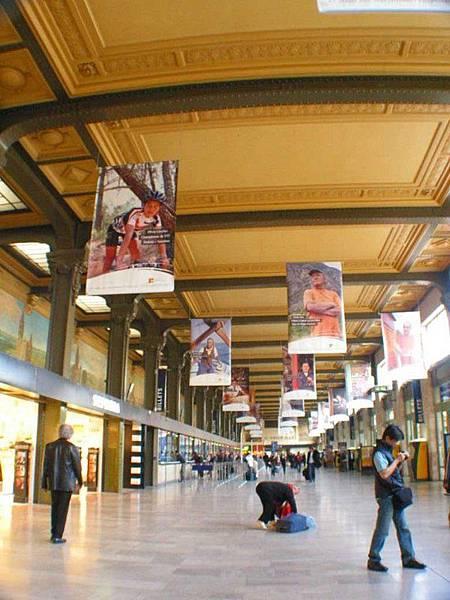 又回到巴黎車站了