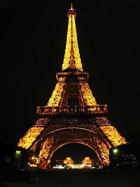 因為住在鐵塔附近,晚上自己跑出來拍夜景
