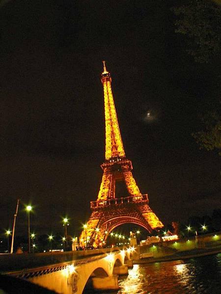鐵塔與橋,看到中秋節的月亮沒~我們在巴黎鐵塔下過中秋