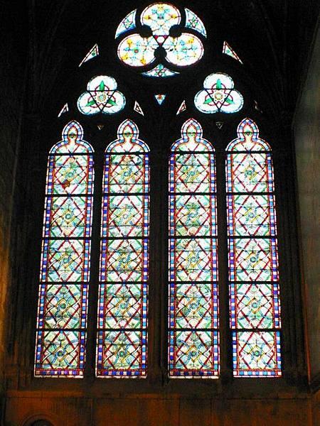聖母院裡的藝術窗