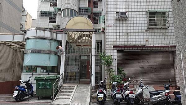 台中市南區合作街/新厝大樓2房2廳1衛598萬