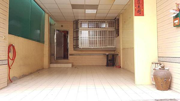 台中市大里區東榮路/臨路庭院車庫別墅4房2廳3衛1128萬