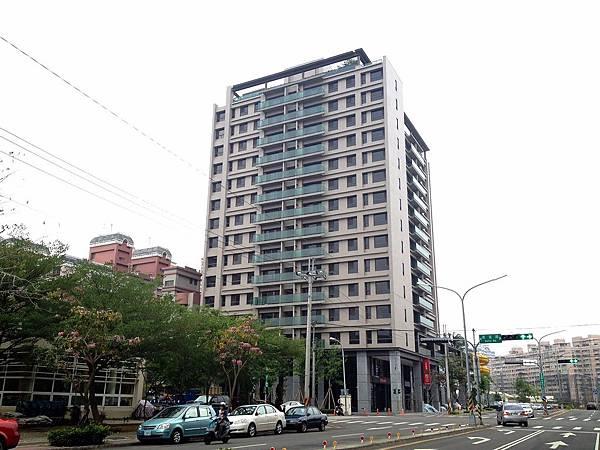 台中市南區德富路/登陽雙捷湛3房2廳2衛附雙平面車位1580萬