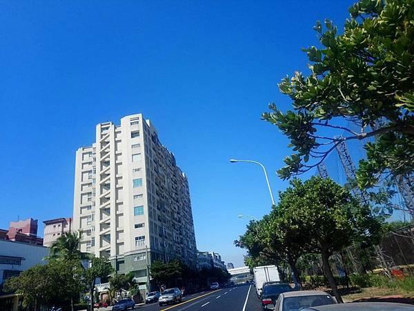 [售]文心高巢2+1房/台中市南區東興路666萬