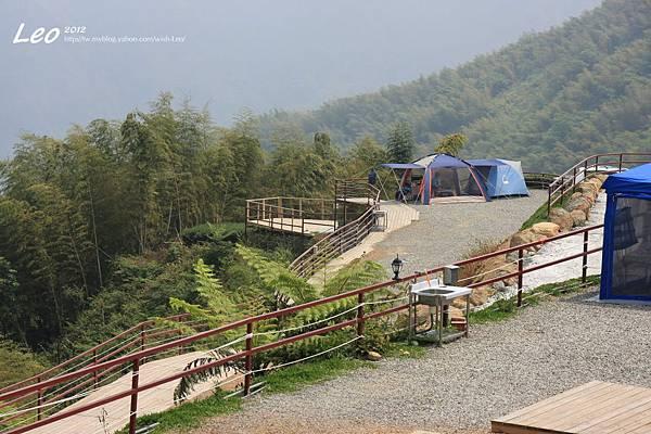 深山林內露營