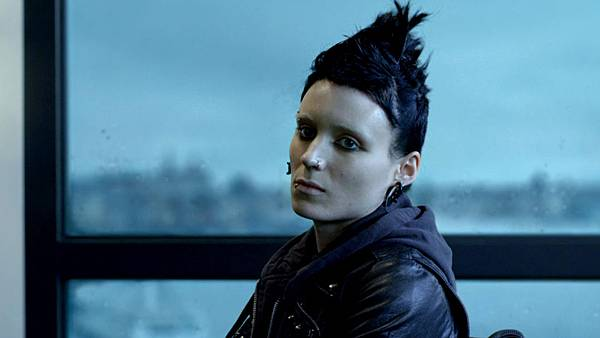 158710_behind-the-scenes-rooney-mara-in-the-girl-with-the-dragon-tattoo.jpeg