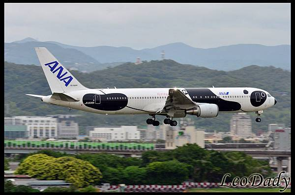 ANA_JA606A_NH1187_HND_08.jpg