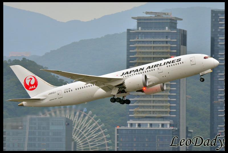 JAL_JA832J_JL098_HND_02.jpg