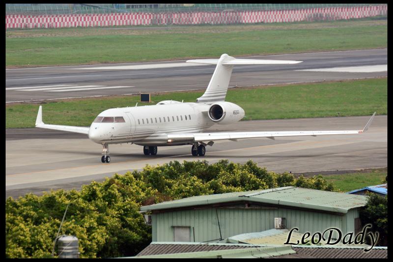 BUT_TAG Aviation_N526GX_TBJ69_HKG_02.jpg