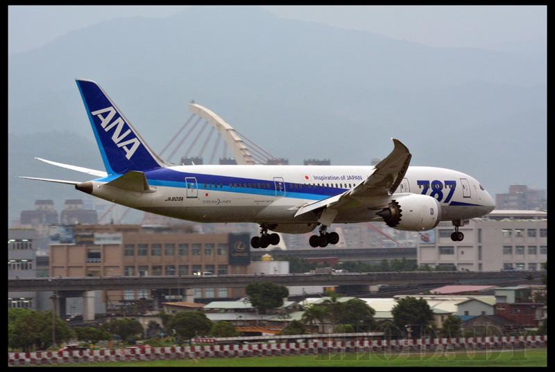 ANA_JA809A_NH853_HND_09.jpg