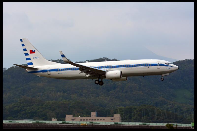 RCAF_3701_C671_KHH_03.jpg