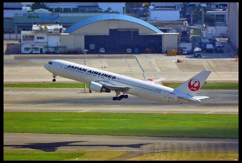 JAL_JA651J_JL98_HND_08.jpg