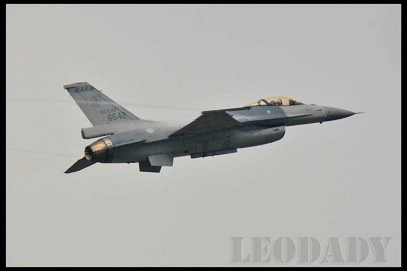 RCAF_6642_04.jpg