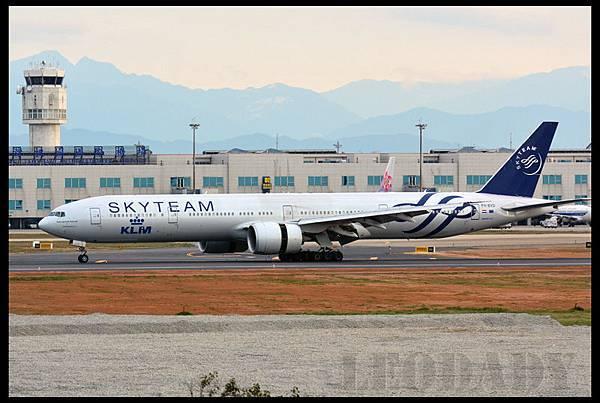 KLM_PH-BVD_KL807_AMS_04.jpg