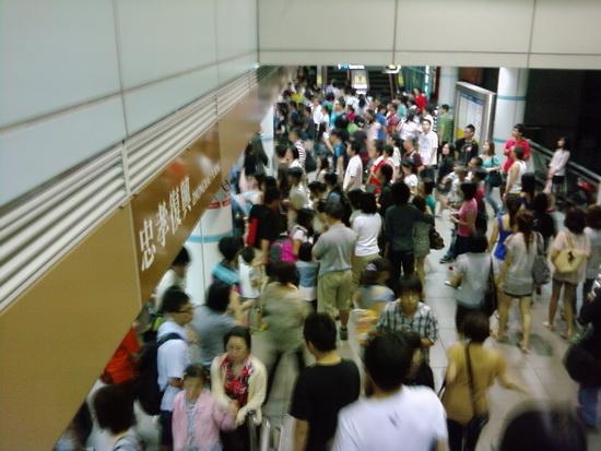 捷運超多人P18-07-09_22.03b.jpg