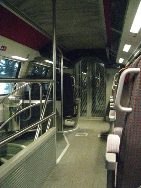 很有現代感的車廂內裝