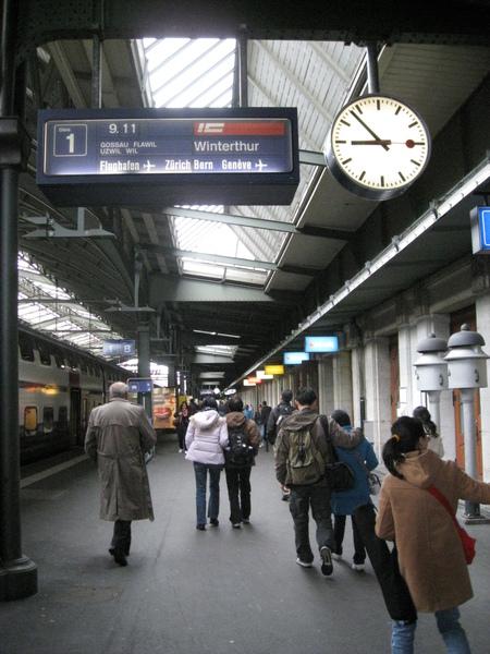 超愛那顆鐘-聖加侖車站
